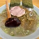 ラーメンショップ練間 - 料理写真:ピリ辛 茎ワカメラーメン850円
