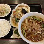 楽餐館 - 料理写真:八宝菜定食、唐揚げ付き