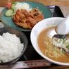 八起飯店 - 料理写真:唐揚げ定食と半ラーメン