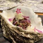 クリマ ディ トスカーナ - 愛知本土ジカ 三陸の牡蠣コンフィ カルネクルーダ トスカーナ 和に見えますがまさにイタリアンテイストなお料理 鹿肉のタルタルと牡蠣が見事に融合してるんです♪