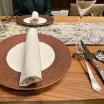 クリマ ディ トスカーナ - テーブルが国産の木を使ったものに変更されていますよ♪