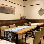 クリマ ディ トスカーナ - テーブルから床までリニューアルされ、以前よりも自然な雰囲気に感じます(^^♪       楠・檜・欅・杉・楢と五種類の国産の木材を使用したテーブルなのです♬