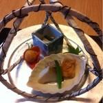 和田倉 - 八寸みたいな。アワビや揚げ物。