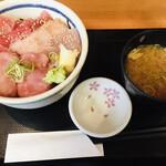 三崎市場 - 「マル得三崎丼」味噌汁セット