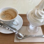伊豆高原 ローズテラス - ミルクソフトクリームとコーヒー
