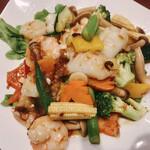 華宴 - 海鮮三種のXO醬炒め(税別1360円)