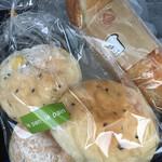 ルパンルパン - 焼きがしっかり、いい顔のパンが多いお店です