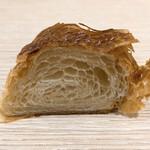 ペッパーズパントリー - こがしバターのクロワッサン断面
