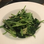 137096896 -  緑野菜のカタルーニャ風。シンプルだからこそ、素材と技術を感じます。
