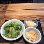 ジャパン キッチン アキバ - モーニング洋食1980円。サラダ&小鉢。お替わり自由です。どの品も美味しかったです(^。^)。もう一度お替わりすれば良かった。。。(笑)