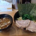 横浜ラーメン 北村家 - 青葉盛り つけ麺(\1050)油多め