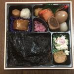 津多屋 - のり2段幕の内弁当(アップ)