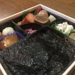 津多屋 - のり2段幕の内弁当(アップ1)