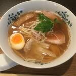 豚骨清湯・自家製麺 かつら - 中華そば800円