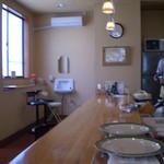 カレー&コーヒーかわしま - カウンター席(テーブル席も7卓)