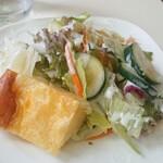 キッチン ぴーなっつ - サラダ、キッシュ