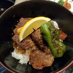 特選飛騨牛 花ざくろ - 料理写真:網焼きステーキ丼(ランチ)