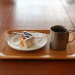 オーガニック ガーデン 茅ヶ崎 - コルテッツァチーズケーキとオーガニックコーヒー(Hot)