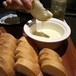 13713881 - 冷たいチーズフォンデュ\780 一人前にしちゃパン多すぎ