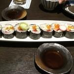 13713883 - 寿司屋のサラダ\680 寿司飯じゃなくて ツマと海鮮の海苔巻き