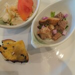 川崎日航ホテル カフェレストラン「ナトゥーラ」 - バンバンジーサラダ、チャーシューサラダ、大学芋