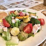 エコモ レストラン - 料理写真:パワーコブサラダ 顔の2倍近くありそうな深皿にどかーんときて圧巻でした。お腹苦しい...でも歯ごたえあるお野菜最高です。ソテーした茄子が特に美味!真似できるかなぁ