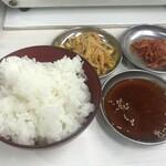 137148149 - ランチ 1100円(税込):お肉2種類・スープ・キムチ・もやしナムル・ごはん(おかわり1回サービス)