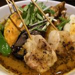 137153156 - パリパリ知床鶏と野菜カレー