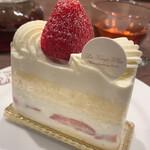137163826 - 苺の食感がキュートなシャンティフレーズ✨