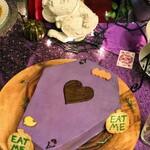 137163976 - トランプ兵の棺桶ケーキ
