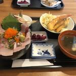 ひといき - 料理写真:海鮮丼にフライにすり身と焼き物も