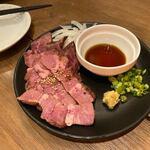 ビーフマン - 牛タンのタタキは生姜と玉葱を絡ませて。