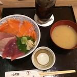 鮮魚・釜飯 ヒカリ屋 - 私が頼んだまぐろサーモンちらし(2020.9.13)