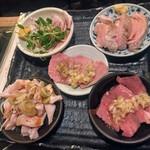 137171451 - 豚のトロ火刺し盛り(5種)¥1,100                        (ヒレ・タン・ガツ・クジラ・おたふく)                       たぶん…(^^;)