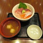 137173365 - 海鮮丼三色丼 1000円(2020年9月)