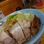 137175230 - デカ焼豚☆季節のラーメン 800円
