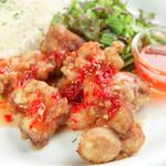 ビアホール ベアレンヴァルト - 10月の日替わりランチ【火】鶏肉のチリソースプレート
