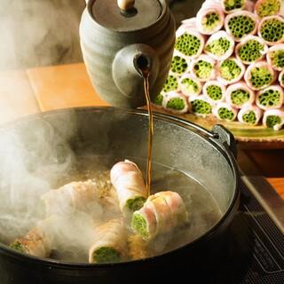 和歌山県すさみ町のブランド豚イブ美豚を使用、ネギ巻きすき焼き