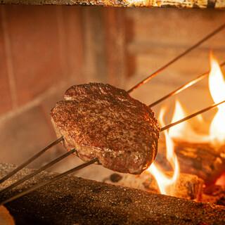 肉の旨味を最大限に引き出す特注の炭火炉窯