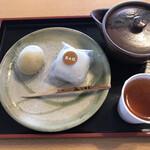 諏訪園 - 料理写真:栗もちと栗大福、お茶はサービスでいただきました。