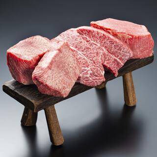 インパクト大!分厚いお肉を贅沢に楽しみ柔らかいお肉が特徴!