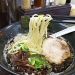 平九郎R - 料理写真:黒ラーメンのアップ