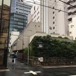東京豆花工房 - 右前方に神田やぶそばさんが見えました この手前向かい側が東京豆花工房さんのはず