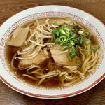 水田食堂 - 中華そば。 素朴な醤油ラーメンといった感じ。 優しい味付けに思わずウットリ^^