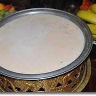 塩味の効いたミルクティーや白酒など、世界のドリンクを味わう
