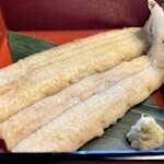 137209119 - 天然もの白焼き ふんわりして脂がのりのり、塩と山葵でいただくのがお勧め(^^♪