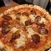 ハイアット リージェンシー 大阪  - 料理写真:ピザ トマトソース モッツァレッラ スパイシーサラミペースト オニオン