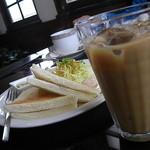 日記館 - サンドイッチ(ツナ)+アイスカフェオレ(600円)♪ セットでこのお値段♪