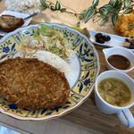 コスミック カフェ&レストラン -