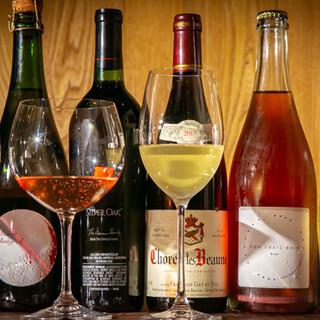 ソムリエでもある店主が「福山ワイン工房」から仕入れるワインも
